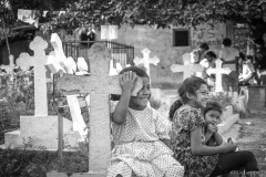 Life at the Bermeja Cemetery , San Salvador 1991.